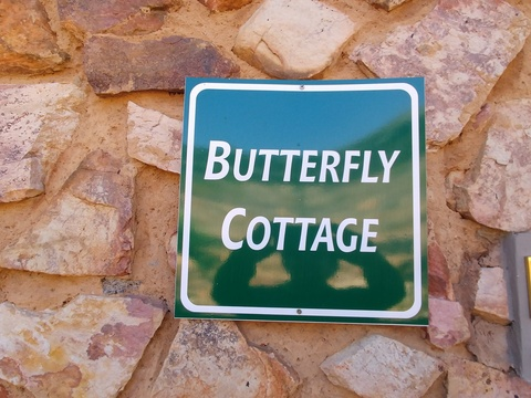 Sky Lodge, Hartbeespoort - Butterfly cottage, suitable for up to 4 guests