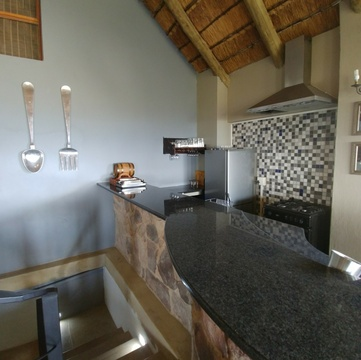 Blue Sky Lodge - Self catering kitchen with oven, fridge, chest freezer, microwave. Big spoon and fork for decor only!