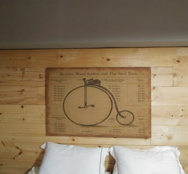 Blue Sky Lodge - Middle east bedroom - We love bicycles!