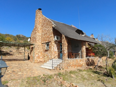 Sky Lodge, Hartbeespoort - Valley cottage