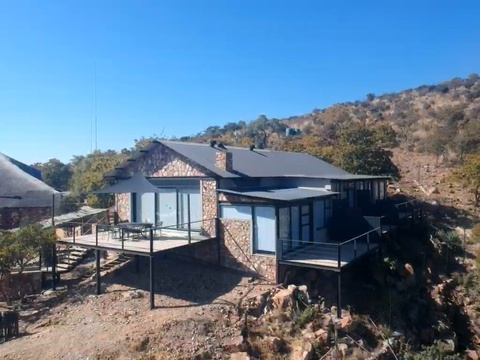 Sunset Lodge at Sky Lodge - Private lodge overhanging the gorge, Hartbeespoort self catering
