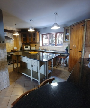 Sky Lodge, Hartbeespoort - Red Sky Lodge big self catering kitchen