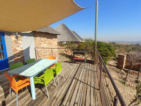 Sky Lodge, Wild Monkey Tree cottage, Hartbeespoort self catering accommodation