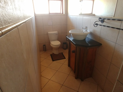 Wild Monkey Tree cottage - 2nd bedroom en-suite shower room