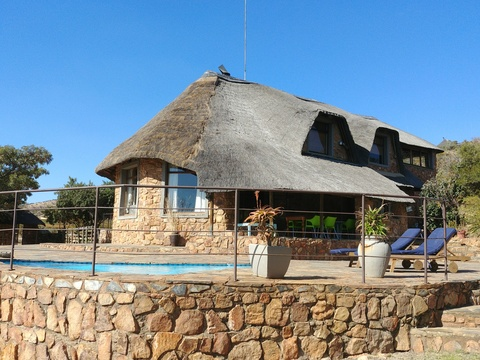 Sky Lodge, Hartbeespoort - Stone Lodge, suitable for up to 8 guests