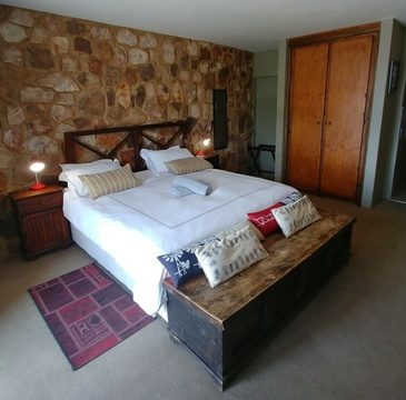 Red Sky Lodge, Sky Lodge - Lower West Honey bedroom