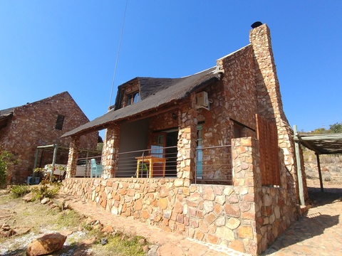 Sky Lodge, Hartbeespoort - Valley cottage patio