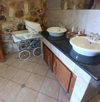 Red Sky Lodge - Lower west bathroom with antique pram