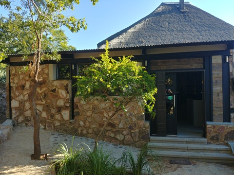 Sky Lodge, Hartbeespoort - Our big Blue Sky Lodge at the top of the hill