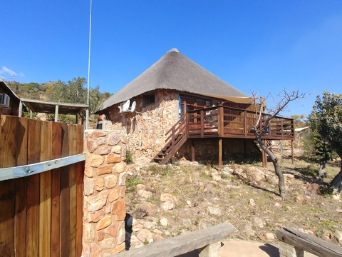 Sky Lodge, Hartbeespoort - Stone Suites with private boma