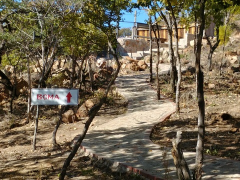 Blue Sky Lodge - Walkway to private pool deck and boma area