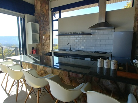 Sky Lodge, Hartbeespoort - Sunset Lodge - kitchen with a view!
