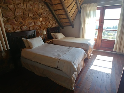 Butterfly cottage - upper en-suite bedroom with private patio