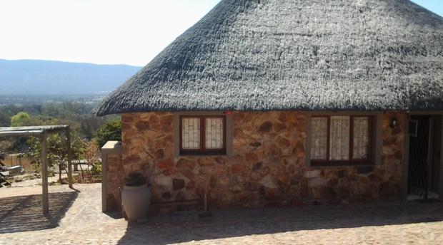 Sky Lodge, Hartbeespoort - Wild Monkey Tree Cottage entrance