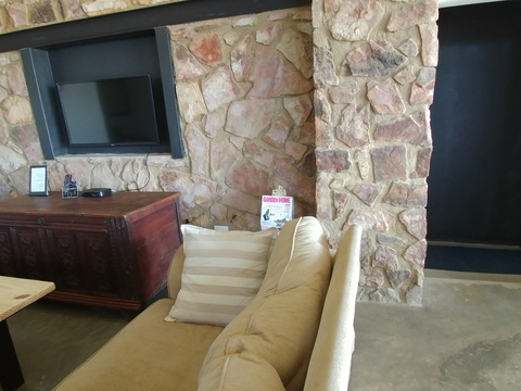 Sunset Lodge - lounge with flat screen TV