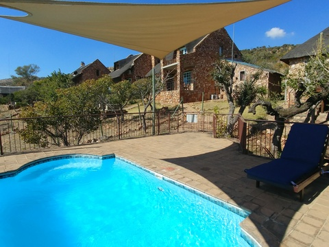 Sky Lodge, Hartbeespoort - Communal pool for smaller cottages and suites