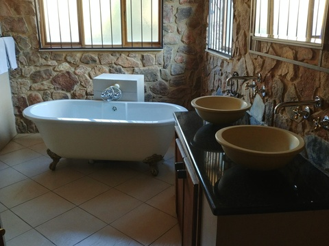Stone Lodge at Sky Lodge - Superior en-suite bathrooms