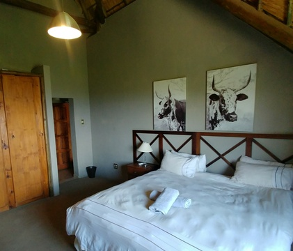 Red Sky Lodge, Sky Lodge - Upper East bedroom, Farm life!